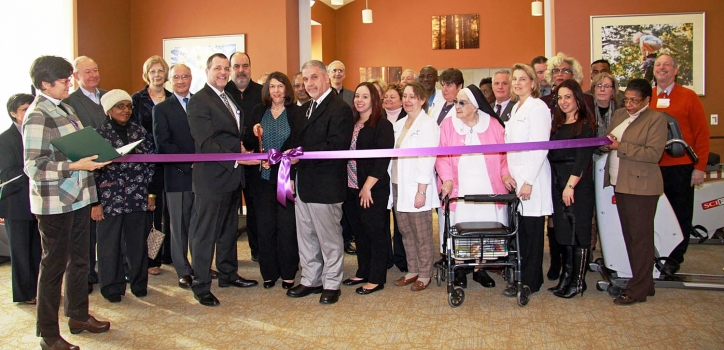 2016-Wartburg-Out-Patient-Ribbon-Cutting-1-724x350